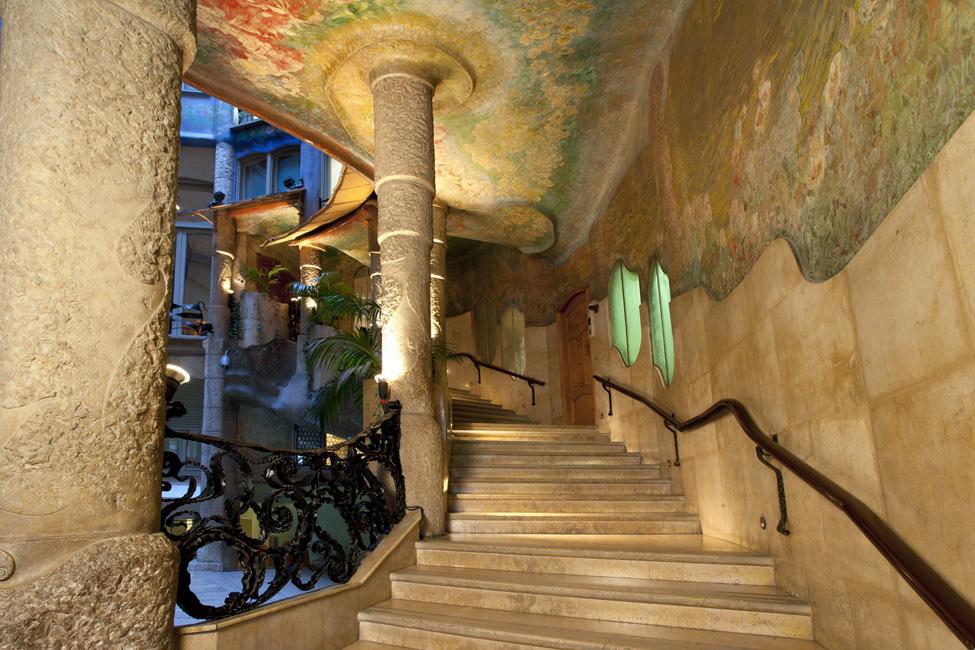 Barcelona Private Walking Tour including La Pedrera and Casa ...